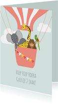 Verjaardagskaartje met vrolijke dieren in luchtballon