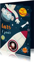 Verjaardagskaartje ruimte met aap, raket en planeten