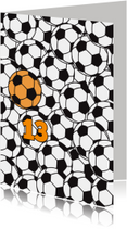 Voetballen met oranje bal