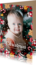 Vrolijke kerstkaart met grote foto en kerstfiguurtjes rondom