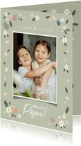 Vrolijke paaskaart grote foto, bloemen en paaseitjes