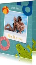 Vrolijke vakantiekaart zwembad, zwembanden, krokodil en foto