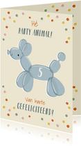 Vrolijke verjaardagskaart met ballondier hond en confetti