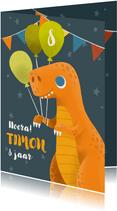 Vrolijke verjaardagskaart met dino, slingers en ballonnen