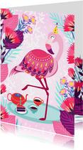 Vrolijke verjaardagskaart met flamingo, taart en bloemen