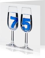 75 in champagne glazen met bubbels