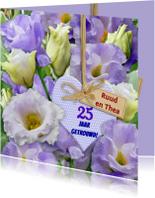 Blauwe bloemen met 25 jaar getrouwd op hartje