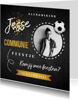 Communie uitnodiging stoer goud krijtbord voetbal foto