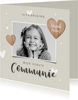 Communiefeest meisje uitnodiging fotokaart houten hartjes