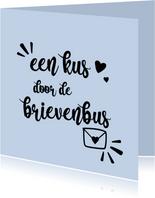 Een kus door de brievenbus - positive - zomaarkaart