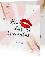 Een kus door de brievenbus voor vrouw