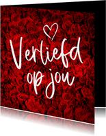 Een romantische anonieme valentijnskaart met rozen
