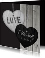 Einladungskarte zum Hochzeitstag Herzen auf Holz