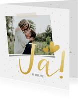 Einladungskarte zur Hochzeit mit goldener Schrift und Foto