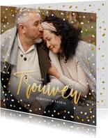 Feestelijke en stijlvolle trouwkaart met foto en confetti