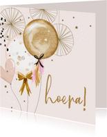 Feestelijke kaart met feestversiering en ballonnen