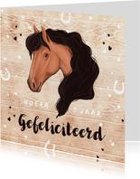 Felicitatiekaart meisje paard met hout, confetti en hartjes