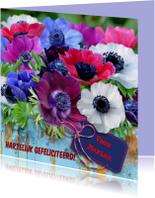 Felicitatiekaart met fleurige anemonen op steigerhout