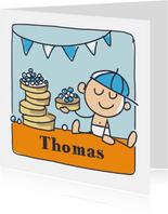 Felicitatiekaart met jongen en beschuit met blauwe muisjes