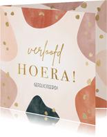 Felicitatiekaart 'Verloofd hoera!' met geometrische vormen