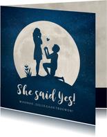 Felicitatiekaart verloving - silhouet van aanzoek in maan