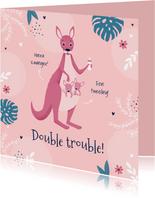 Felicitatiekaart zwanger tweeling meisjes roze kangoeroe