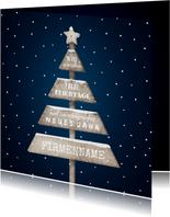 Firmen-Weihnachtskarte mit Baum aus Holzschildern