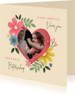 Fotokaart knuffel met hart, bloemen en foto