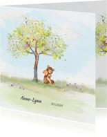Geboortekaart beer onder boom in lentesfeer