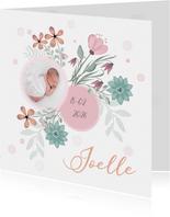 Geboortekaart bloemen en cirkel voor babyfoto