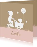 Geboortekaart houten bakfiets met zusjes ballon