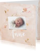 Geboortekaart meisje zalm-roze met gouden hartjes