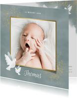 Geboortekaart voor jongen met duifjes, waterverf en spetters