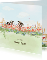 Geboortekaart vrolijke bloemenweide met koeien