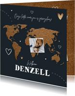 Geboortekaartje adoptie wereldkaart kurk collage hartjes
