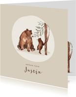 Geboortekaartje bruine beer met kleintje bij een boom