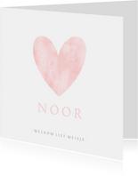 Geboortekaartje eenvoudig wit met roze waterverf hart