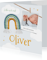 Geboortekaartje jongen regenboog foto hartjes wolken
