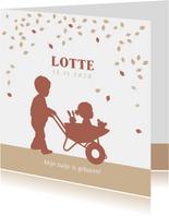 Geboortekaartje kruiwagen met zusje in kraftkleur