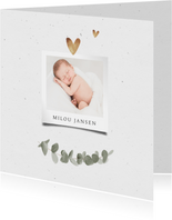Geboortekaartje less is more foto goud hartjes eucalyptus
