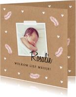 Geboortekaartje meisje foto kraft veertjes