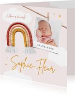 Geboortekaartje meisje regenboog babyspul foto wolken