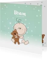Geboortekaartje met een schattige baby met knuffelbeer