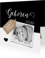 Geboortekaartje met kraft label, zwart wit en foto