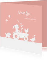 Geboortekaartje met meisje op trekker en boerderijdieren