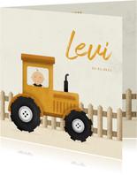 Geboortekaartje tractor met baby en hekje