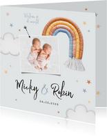 Geboortekaartje tweeling regenboog stof sterren wolken