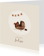 Geboortekaartje vos in een wiegje en vlaggetjes