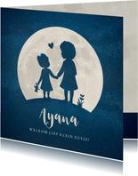Geboortekaartje zusjes met krullend afro haar in volle maan