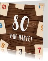 Geïllustreerde verjaardagskaart spelletje op tafel